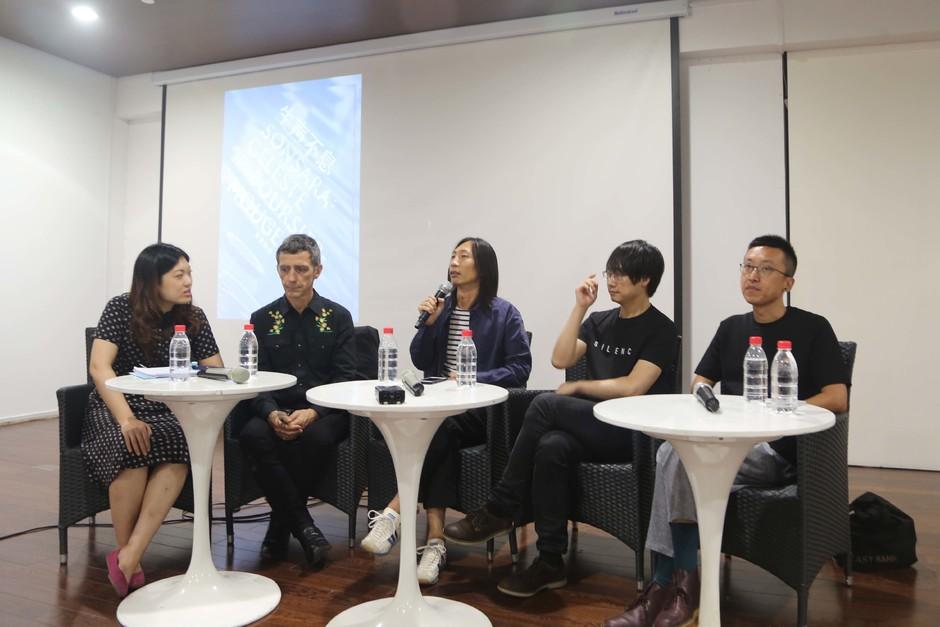分享会嘉宾 (从左至右 :艺术家塞莱斯特、策展人孙啟栋,姜宇辉、殷漪)