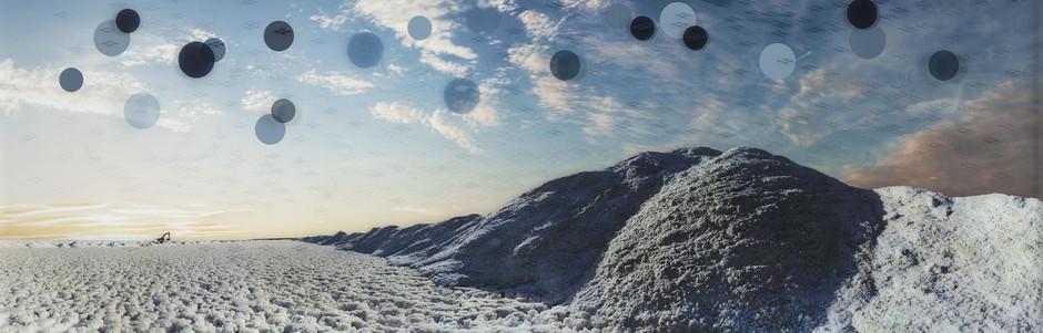 《干旱》  影像装置  UV打印摄影,玻璃、铝  2013