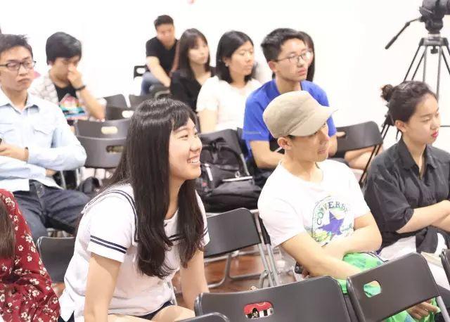 现场观众与嘉宾进行了积极的交流,主办方还赠送了嘉宾第五届中国独立动画电影论坛文集